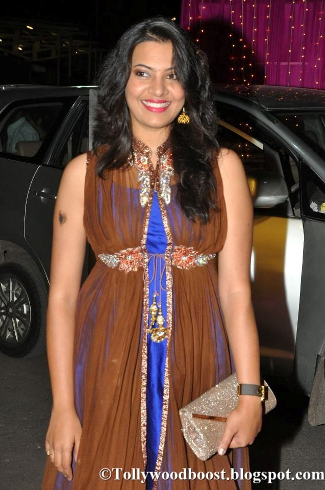 Singer Geetha Madhuri At Zee Telugu Apsara Awards In Blue Dress