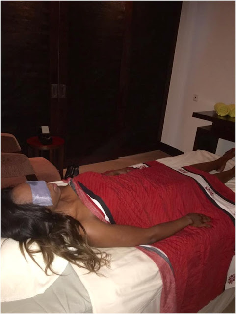 Oooh MY! Kenyan gold-digger who's is married to an aging mzungu gets n@ughty (PHOTOs)