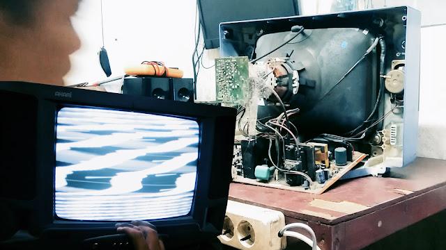 memperbaiki tv akari gambar rusak bergelombang