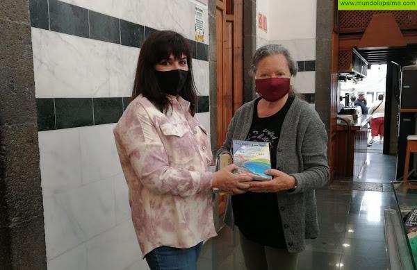 El Ayuntamiento de Santa Cruz de La Palma recibe una donación bibliográfica para el Mercado Municipal