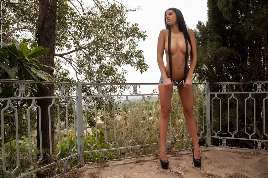 [PhotoDromm] Sophie - Braces 1490354578_00l