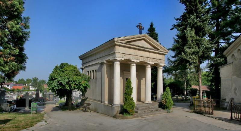 Catholic Cemetery Dubovac (Karlovac, Croatia)