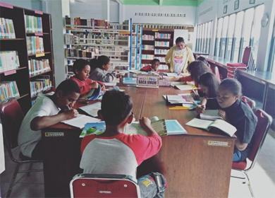 Kelas VII John Kunjungan Ke Perpustakaan Umum Daerah Mimika