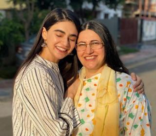 Actress Sahifa Jabbar meets her mother after 2 Years   Photos goes Viral