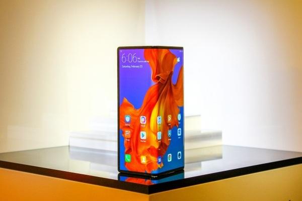 تسريب للهاتف الذكي القابل للطي Huawei Mate X