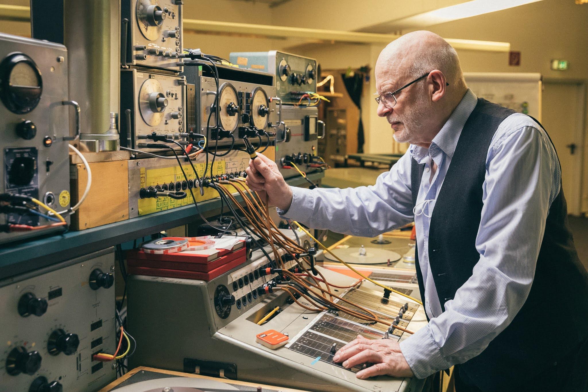 Karlheinz Stockhausen im WDR Studio