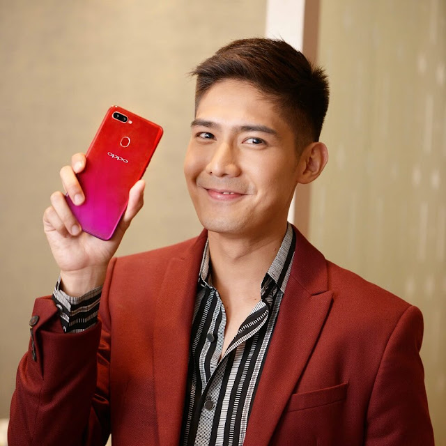 OPPO Influencer Robi Domingo