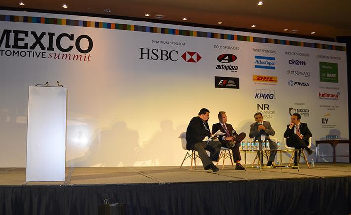 Panel Ambiciones y Prioridades de Vehículos Ligeros: Proveeduría y Recursos Humanos, moderado por Eduardo Solís, presidente de la AMIA. (Foto: VI)