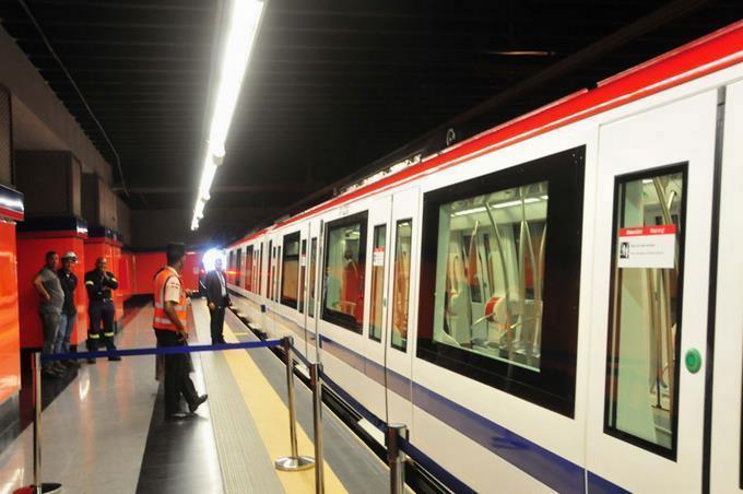 Hombre cae en rieles del Metro de Santo Domingo tras sufrir desmayo