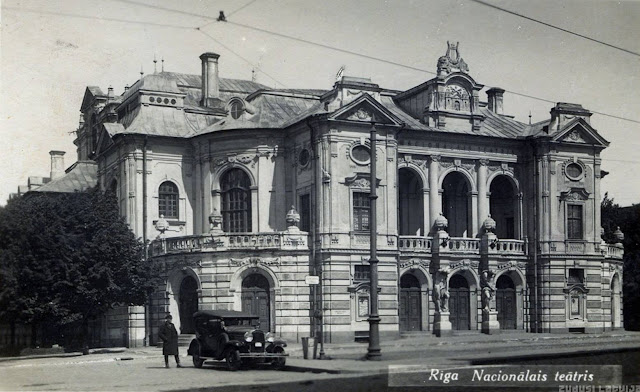 1930-е годы. Рига. Бульвар Кронвальда. Латвийский Национальный театр