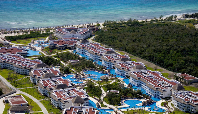 The Grand Sunset Princess Hotel, a 5-star all-inclusive Maya Riviera Resort, is the perfect choice for an unforgettable vacation in the Mexican Caribbean with absolutely no worries. An ideal hotel for young couples and for friends looking for the best vacations in the whole of the Caribbean!