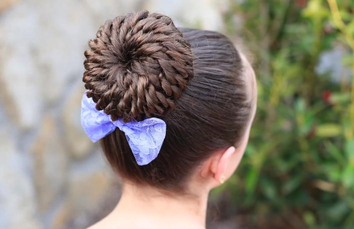 peinados con recogidos de cabello enrollado en un moo para nias