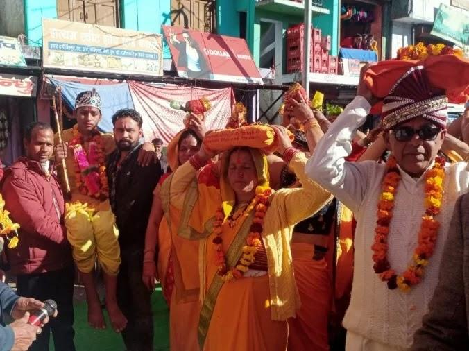 नई टिहरी के लंबगांव बाजार में श्रीराम मंदिर निर्माण को लेकर निकाली राम-लक्ष्मण की झांकी। - फोटो : NEW TEHRI