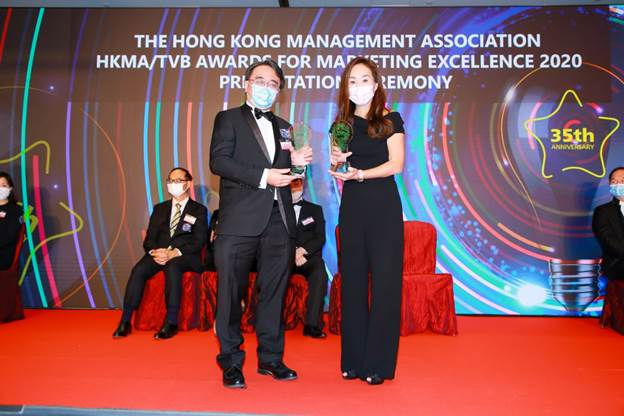 Ms Anita Chan, Senior Vice President of Global Brand Marketing (right), received the awards on stage