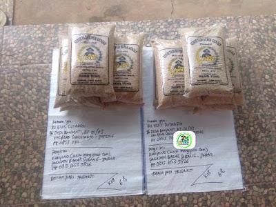 2-Benih padi yang dibeli    EUIS SUTARSIH Sukoharjo, Jateng   (Sebelum packing karung ).