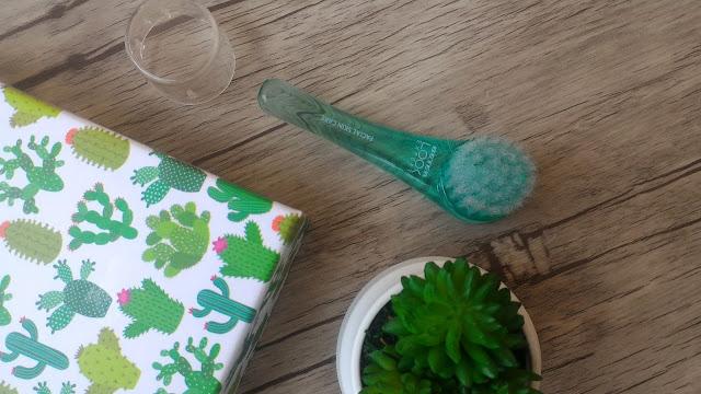 Guapabox Septiembre - Cepillo de limpieza facial de Beter