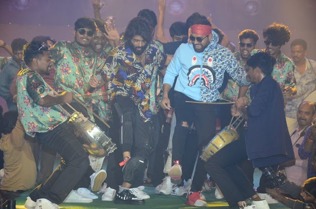 Hero Vijay Deverakonda Dance Performance at Dear Comrade Music Festival - 3