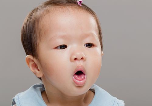 5 علاجات للكحة عند الاطفال