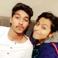 darshan nalkande with her sister