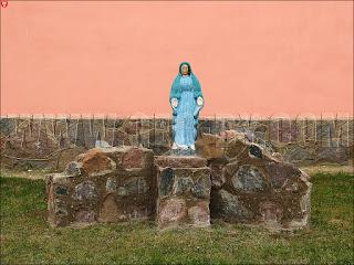 Боруны. Костел святого Петра и Павла. Статуя Божьей матери