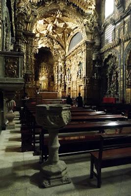 interior de uma igreja