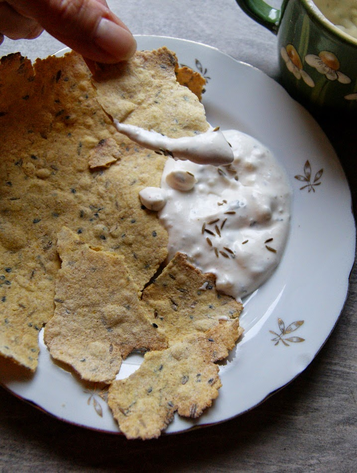 indyjskie chipsy z maki z ciecierzycy