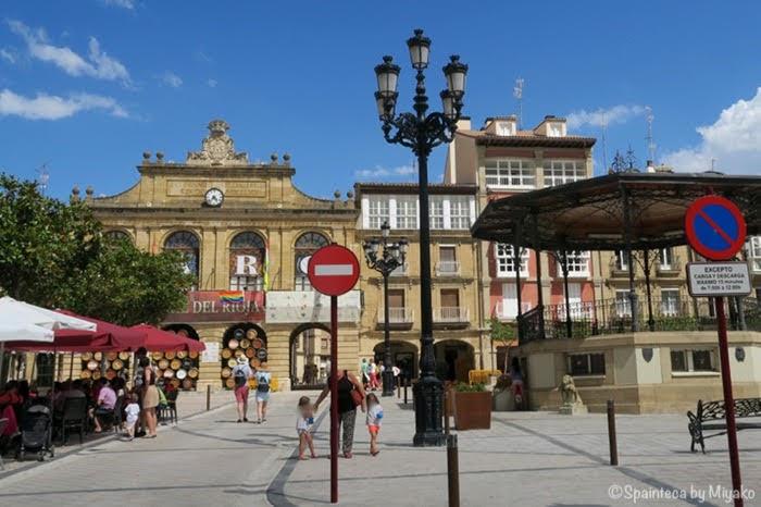 El Tren del Vino de La Rioja 北スペイン・ワインの名産地リオハのアロ村の広場 Haro
