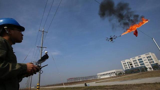 Drone equipado com lança-chamas