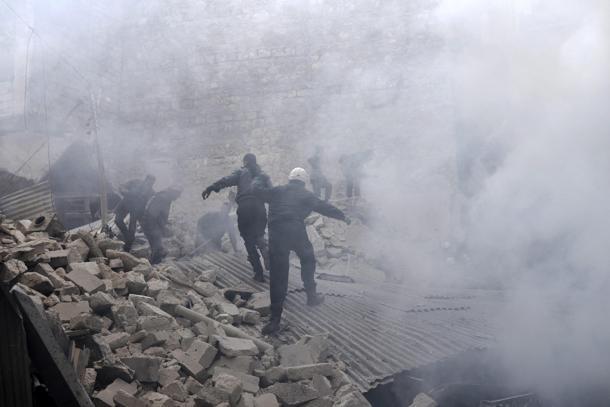 Um ataque com gás venenoso no sábado na cidade de Duma, próxima à capital da Síria, deixou mais de 40 mortos, de acordo com a ONG Defesa Civil Síria.