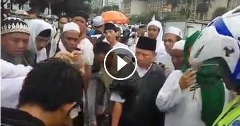 VIDEO: Minuman Untuk Para Peserta Aksi Bela Islam 212 Disuntik Bahan Yang Dicurigai Berbahaya