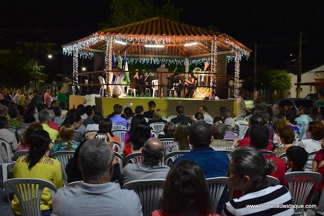 Banda Novo Século e Tenores do Brasil marcaram a noite desta sexta-feira (28) em Santa Cruz