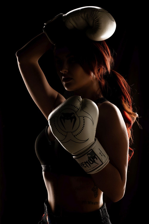Девушка-боксер