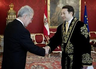 Посол Казахстана в Австрии продолжит ходить в чапане