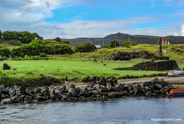 Caleta Hanga Piko, Ilha de Páscoa, ponto de partida para o passeio de barco às ilhas sagradas dos Rapa Nui