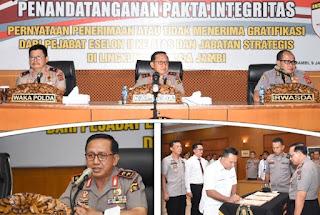 Penandatanganan Pakta Integritas Untuk Jabatan Eselon II Dan Jabatan Strategis Dipimpin Langsung Oleh Kapolda Jambi