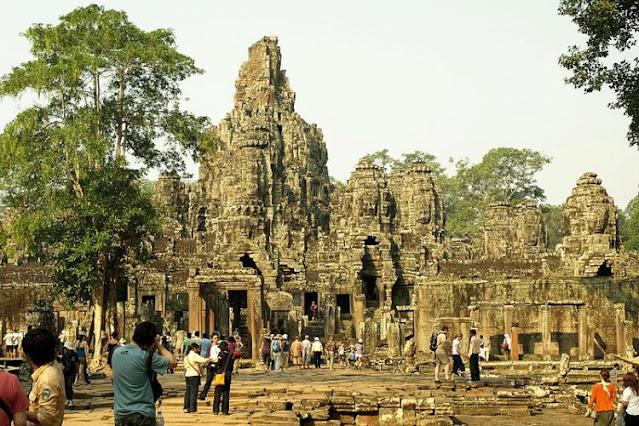 Templo Bayon (antiga cidade de Angkor Thom)