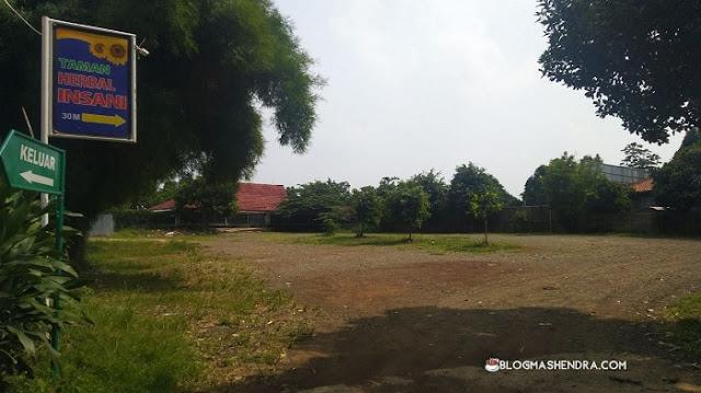 Parkir di Taman Herbal Insani, Depok