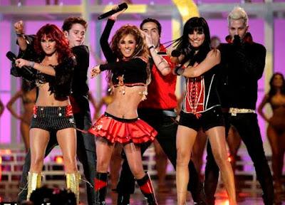 Foto del grupo RBD en el escenario
