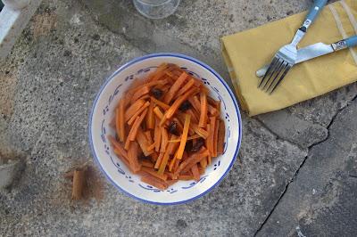 Cuillère et saladier : Salade carottes olives fleur d'oranger cannelle