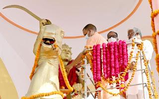 मुख्यमंत्री योगी ने वीरांगना रानी अवंती बाई के बलिदान दिवस के अवसर पर उनकी प्रतिमा पर पुष्पांजलि अर्पित कर उन्हें अपनी भावभीनी श्रद्धांजलि दी