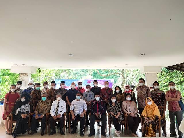 Aliansi Sumut Bersatu (ASB) adalah sebuah Organisasi Masyarakat Sipil (LSM) di Sumatera Utara. Organisasi ini berdiri sejak tahun 2006 dan fokus untuk mendorong penghormatan dan pengakuan terhadap keberagaman melalui pendidikan kritis, dialog, advokasi dan penelitian.