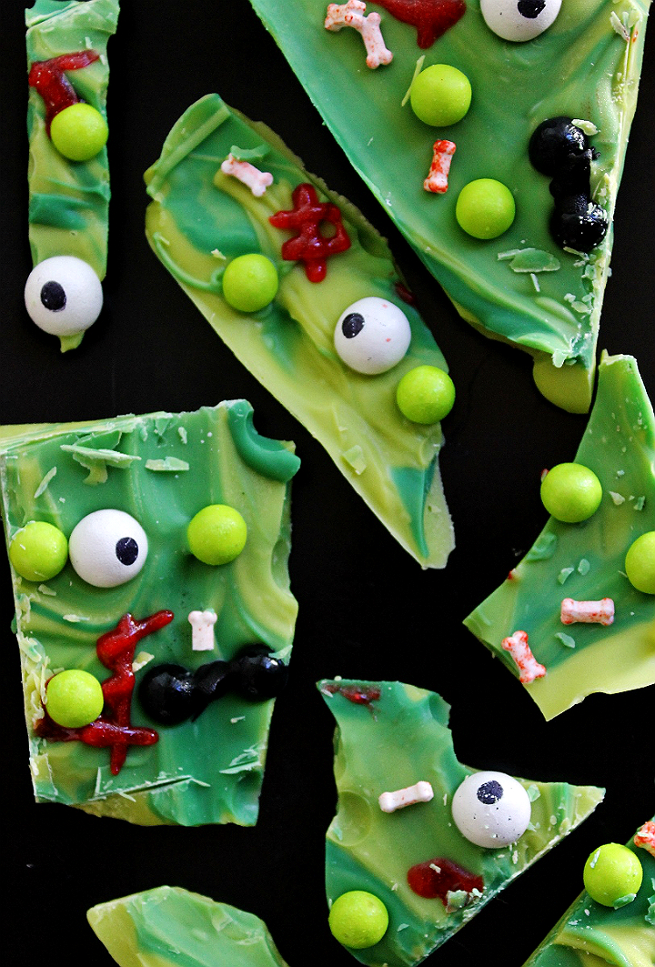 Frankenstein Bark- These #CelebrationSpookyTreats can be made in minutes with these free and fun printables and some Sixlets! #AD