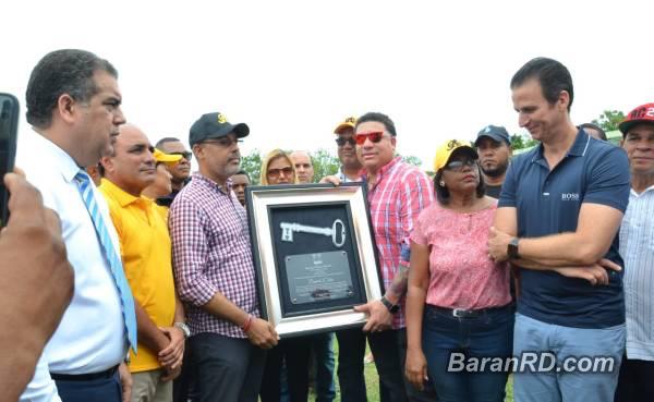 Video: Reciben como héroe a Bartolo Colón en Puerto Plata