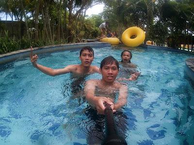 masih di kolam arus Grand puri waterpark