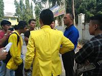 BEM dan DPM  Dinilai Minim Kegiatan, Mahasiswa FH UNA Demo di Tugu Garuda