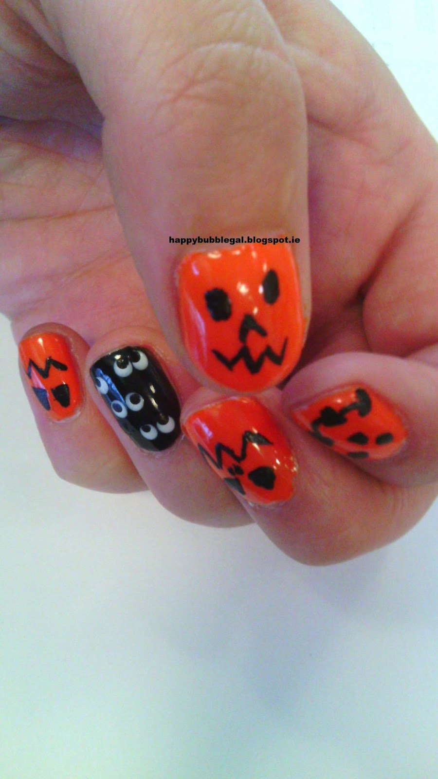 Happy Bubble Gal: Halloween Nail Art 2014 & Weigh In Week 4