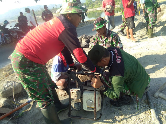 Satgas TMMD Perbaiki Kerusakan Mesin Pompa Air