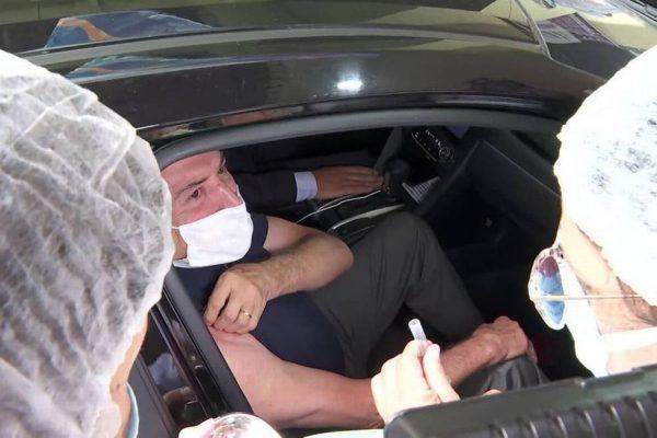 Ex-presidente Michel Temer é vacinado contra Covid-10 em São Paulo