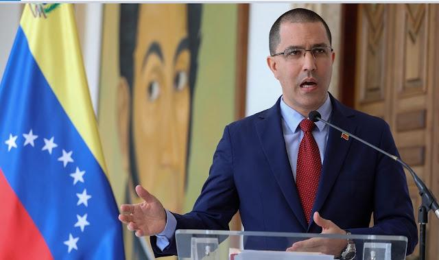 """Arreaza presentó a diplomáticos presuntas pruebas sobre """"ataques"""" de Colombia"""