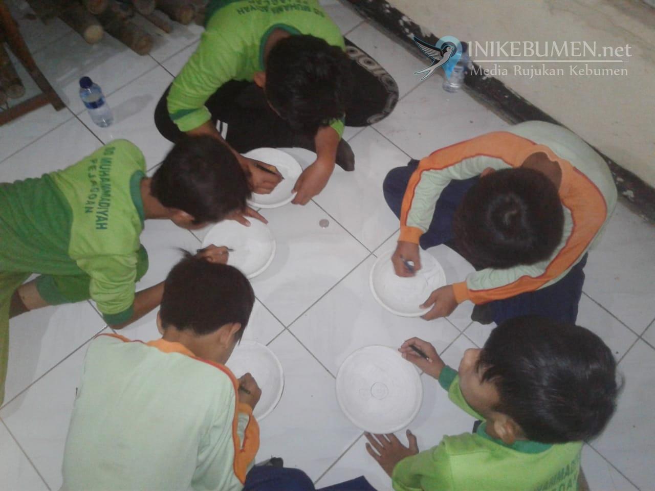 80 Siswa SD Muhammadiyah Pejagoan Diajak Praktek Langsung Cara Membuat Gerabah